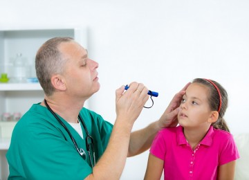 תביעה בגין איחור באבחון זיהום מסוג אקנטמבה שגרמה לעיוורון בעין אחת