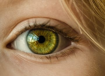 ניתוח קטרקט כושל גרם לפגיעה בקרנית, נזקי ראייה וכאבי ראש כרוניים