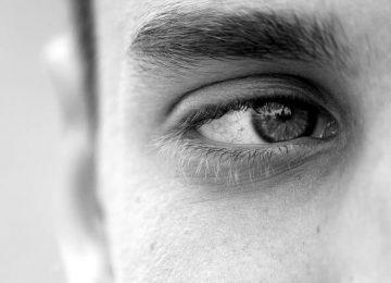 """צעיר תובע את קופ""""ח כללית: הטיפול בסטרואידים  גרם לי לעיוורון"""